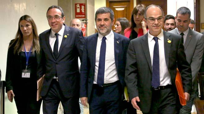 La Mesa del Congreso, presidida por la socialista Meritxell Batet, ha suspendido de sus cargos a los cuatro diputados catalanes en prisión preventiva.