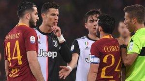Cristiano Ronaldo manda silencio a Alessandro Florenzi, en el partido de anoche en el Olímpico de Roma.