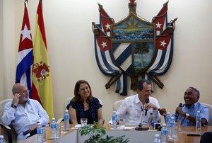 Elministro de CienciaInnovacion y Universidades en funciones de España,Pedro Duque, en Cuba.