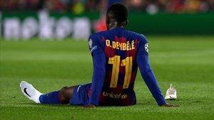 Dembelélesionado en el cesped del Camp Nou en el partido de la UEFA contra el Borussia Dormundt
