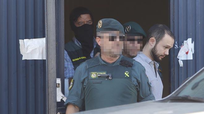 La Guardia Civil ha detenido a cinco personas vinculadas a la empresa Magrudis, entre ellos al gerente y a sus dos hijos, tras los registros ordenados por el juzgado de instrucción 10 de Sevilla, que investiga el brote de listeriosis detectado en agosto.