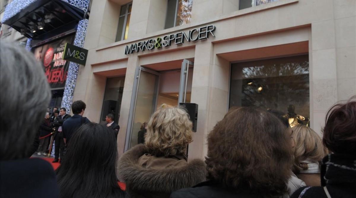 Establecimiento situado en los Campos Elíseos de París, que cerrará como consecuencia de las medidas anunciadas.