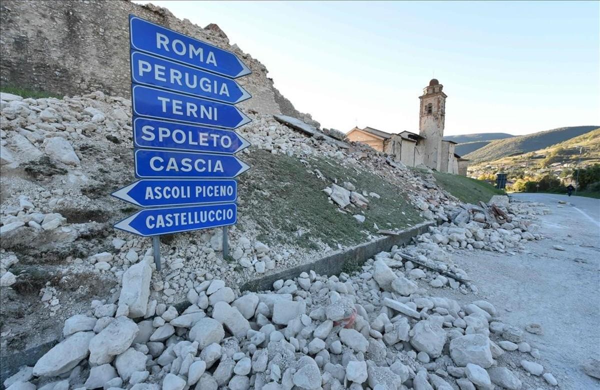 Edificios caídos en la ciudad italiana de Norcia como consecuencia del terremoto.