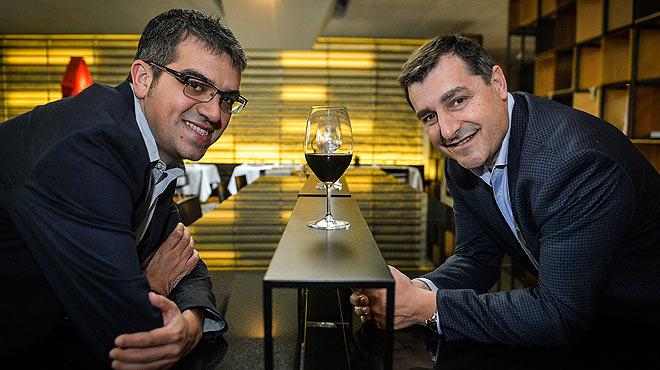 Ferran Centelles y Joan Roca, en el restaurante Moo, cuya dirección gastronómica llevan los hermanos Roca.