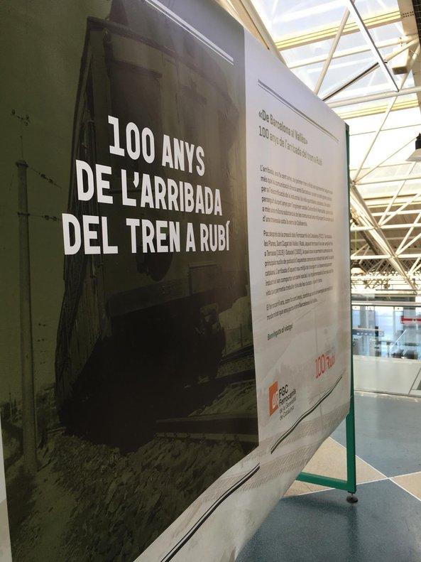 Exposición temporal en el vestíbulo de la estación de FGC de Rubí.