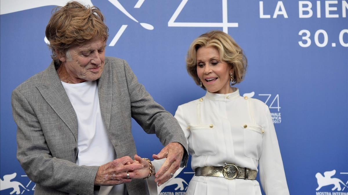 Robert Redford y Jane Fonda, en la presentación de 'Nosotros en la noche' en la Mostra de Venecia.