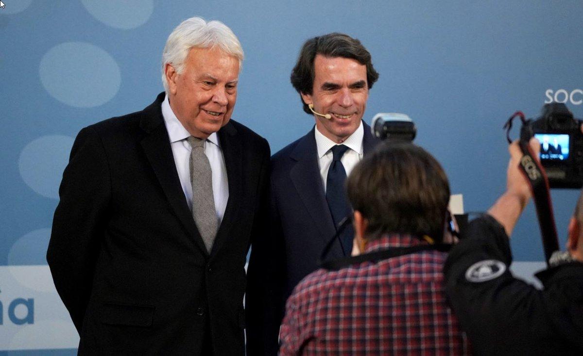 Felipe González y Jose María Aznar en el debate 'Repensar España' durante el I Congreso Nacional de la Sociedad Civil