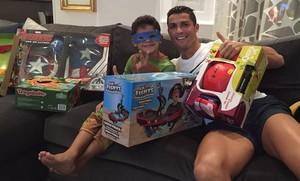 Cristiano Ronaldo, con su hijo, el día de Reyes.
