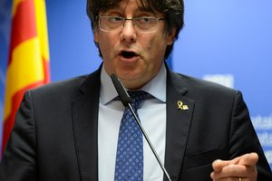 Former Catalan leader Carles Puigdemont holds a news conference in Brussels, Belgium December 19, 2019. REUTERS/Johanna Geron