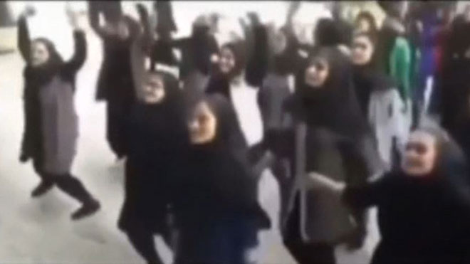 Gentleman, el baile tabú en las escuelas que revoluciona Irán.