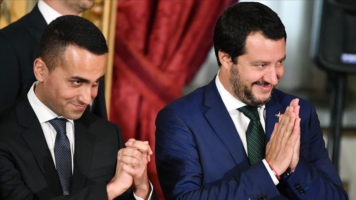 Matteo Salvini, derecha, junto a Luigi Di Maio durante el acto de juramento en al PalacioQuirinale en Roma.