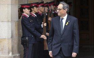 El 'president' Quim Torra, en la puerta de la Generalitat.