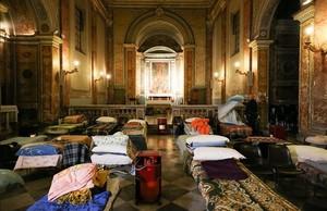 La iglesia de San Calixto, preparada para acoger inmigrantes durante la ola de frío, en Roma.