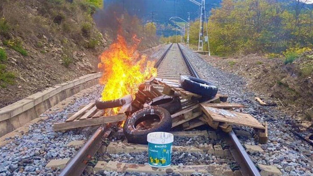 Imagen del sabotaje en la R3 de Rodalies en Puigcerdà el pasado 29 de octubre
