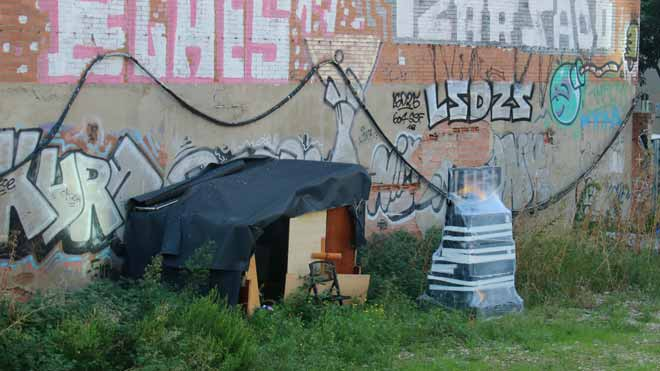 Imágenes de los Jardins de Màlaga donde un sintechoha aparecido muerto con señales de violencia.