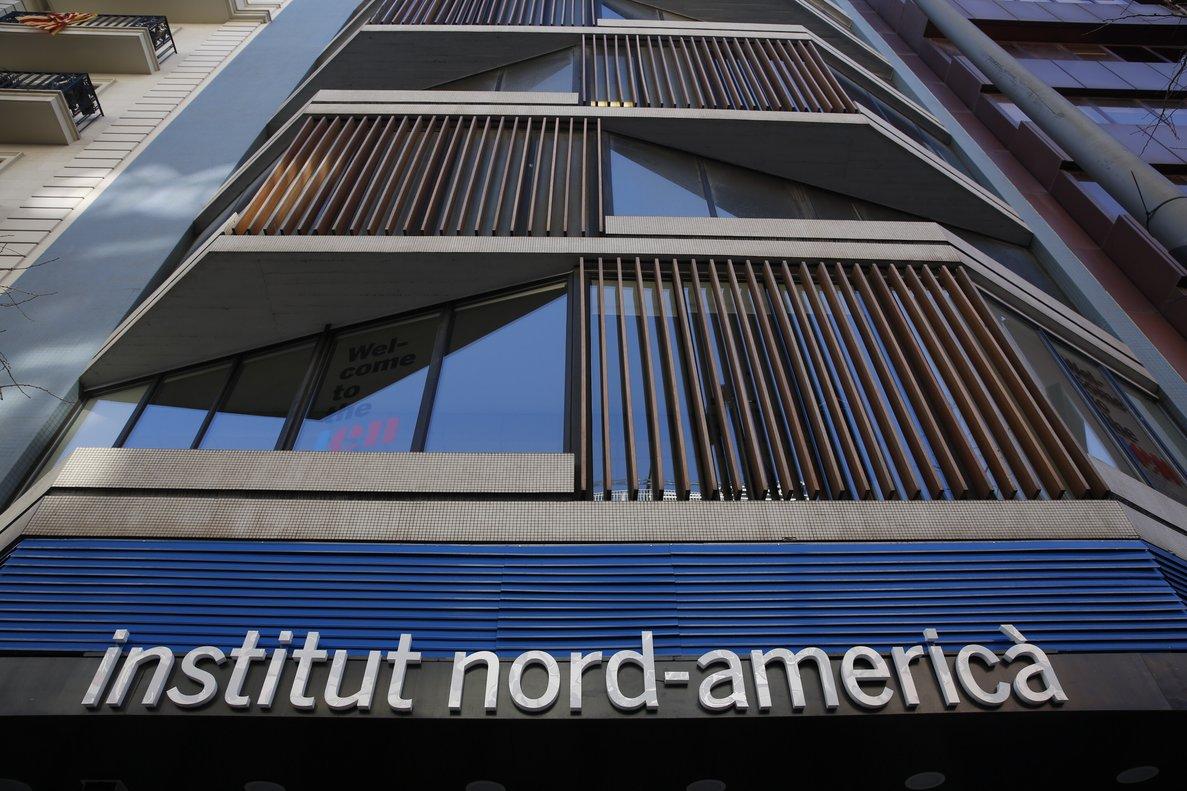 Fachada del InstitutdEstudis Nord-Americans, en Via Augusta, 123.