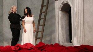 Miah Persson (Donna Anna) y Christopher Maltman (Don Giovanni), en el primer acto de 'Don Giovanni', ópera de Mozart en versión de Christof Loy, en el Liceu.