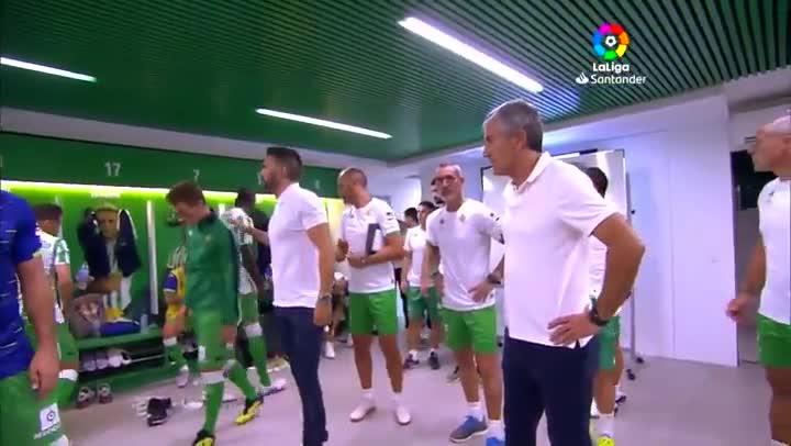 Joaquín arenga a sus compañeros antes de derbi.