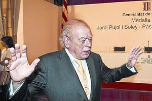 Jordi Pujol, en el acto institucional en el que el 'president' José Montilla le impuso la Medalla d'Or de la Generalitat, el 11 de septiembre del 2007.