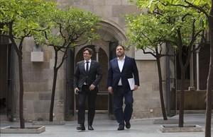 El 'president' de la Generalitat, Carles Puigdemont, y el 'vicepresident', Oriol Junqueras.
