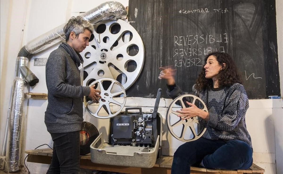 Raquel Marques y Pilar Monsell en la sede del Laboratorio Reversible, en el Poble Sec.