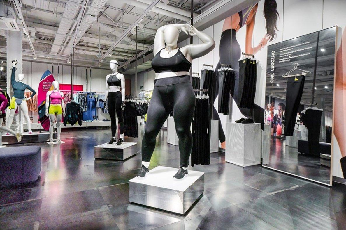 737067b3 Nike estrena maniquís 'plus size' en una tienda de Londres