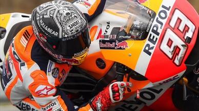 Márquez es el único piloto de MotoGP que frena con un dedo