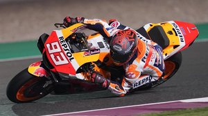 Marc Márquez, ayer, pilotando su Honda en la tarde-noche catarí de Losail.