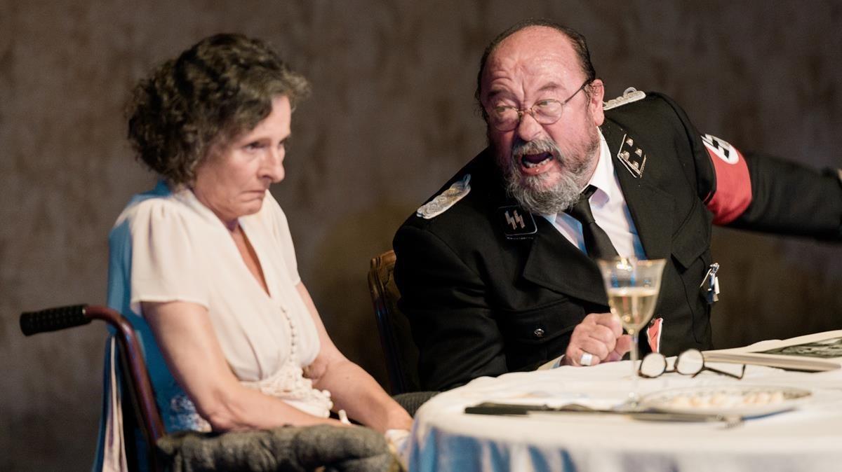 Marta Angelat y Pep Cruzen Davant la jubilació, de Thomas Bernhard, dirigido por Krystian Lupa.