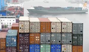 Menys exportacions 8 Contenidors a punt per embarcar en una de les terminals del port dHamburg, ahir.