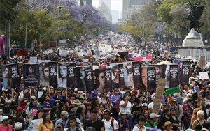 Marcha de mujeres en la Ciudad de México.
