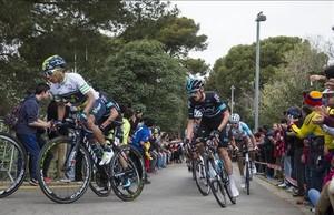 Nairo Quintanaencabeza el pelotón en Montjuïc,última etapa de la Volta a Catalunya.
