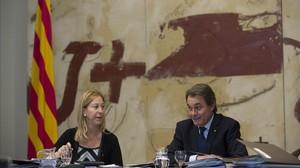 Neus Munté y Artur Mas, en la primera reunión del Govern tras la salida de los consellers de Unió.