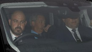 Nigel Farage llega a la residencia del embajador de EEUU en Londres, este martes.