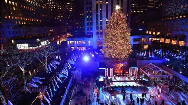 Nueva York enciende el árbol del Rockefeller Center e inaugura oficialmente la Navidad.
