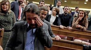 Pablo Iglesias, visiblemente emocionado después de la investidura de Pedro Sánchez como presidente del Gobierno, el martes 7 de enero.