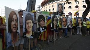 Pancartas con los rostros de los procesados, en la manifestación independentista de este sábado en Barcelona.