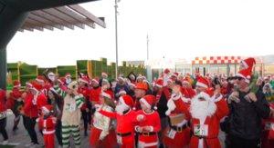 Viladecans celebra la quarta edició de la 'Carrera de Pares i Mares Noel'