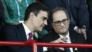 Pedro Sánchez y Quim Torra conversan durante los Jocs del Mediterrani