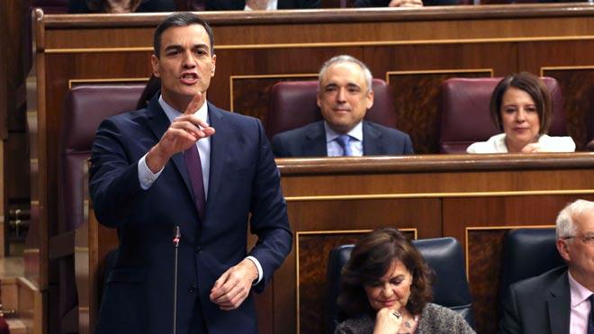Pedro Sánchez: Señor Casado, tiene la lengua muy larga y las patas muy cortas.
