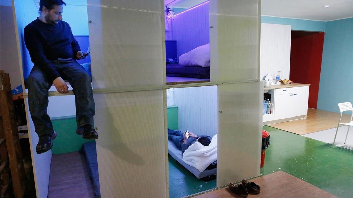 Camas de uno de los pisos colmena abiertos este año en Barcelona.