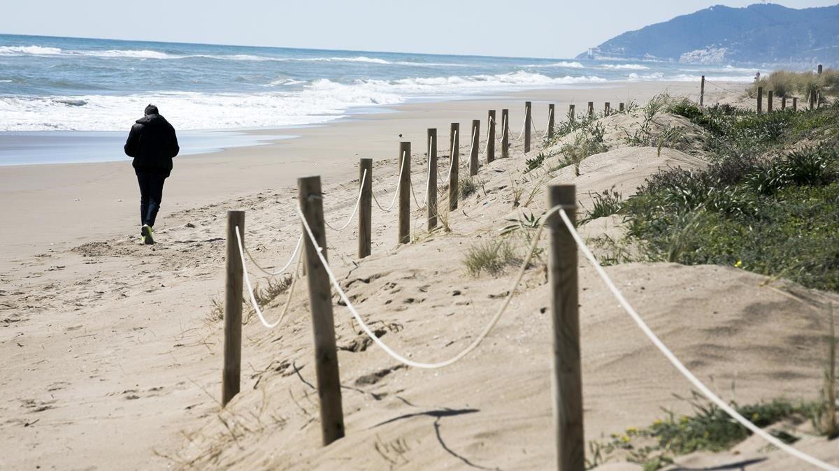 Gavà pide nuevas medidas para combatir la regresión de las playas