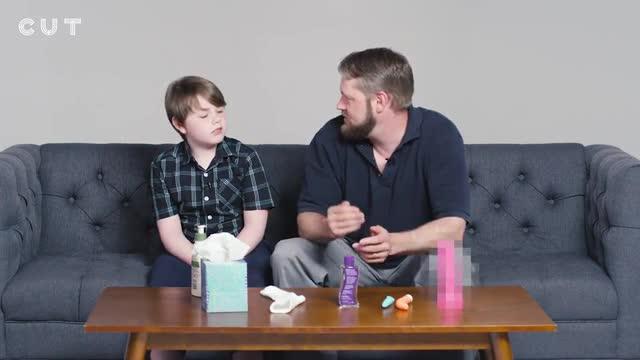 El polémico vídeo de padres que enseñan a sus hijos a masturbarse