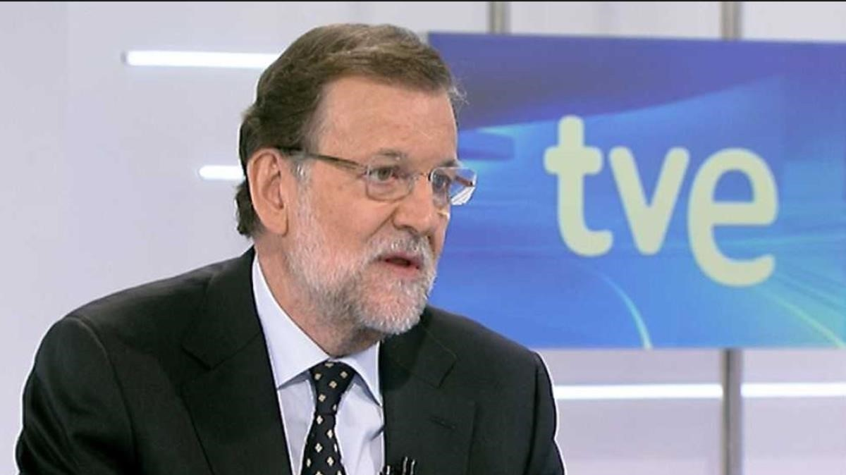 El presidente del Gobierno, y líder del PP, Mariano Rajoy, en una entrevista en la primera cadena de TVE.