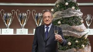 El presidente del Real Madrid, Florentino Pérez, felicita la Navidad a los socios del Madrid, en el 2015.