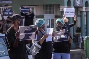 Protesta de trabajadores contra el cierre de restaurantes en Cape Town, este miércoles.