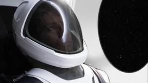 Prototipo del trajediseñado por la empresa SpaceX,del magnate Elon Musk,para su primer vuelo tripuladoal espacio.