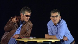 Queco Novell con su alter ego, la conciencia del programa Trenquin tòpics (TV-3).