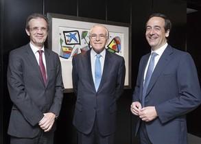 Jordi Gual, Isidre Fainé y Gonzalo Gortázar, el presidente no ejecutivo del grupo, el presidente de la fundación y el consejero delegado de Caixabank, respectivamente.