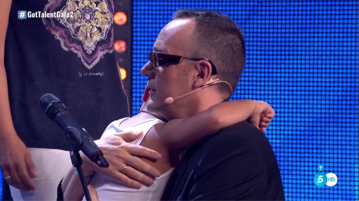 Risto Mejide abranzo a Mario en 'Got Talent España'.